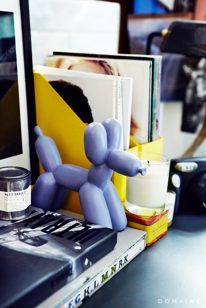 chiara-ballon-statue-books